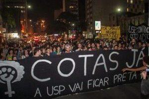 24jun2014-cerca-de-150-estudantes-da-usp-segundo-a-pm-bloquearam-a-avenida-paulista-na-noite-desta-terca-feira-para-pedir-cotas-raciais-na-universidade-1403653833211_956x500